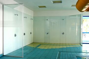 placare pereti si separatoare dusuri din sticla
