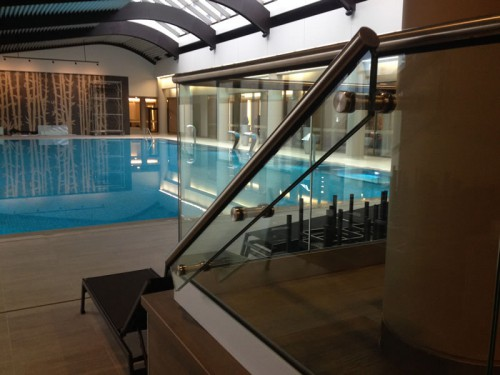Balustrada sticla la piscina