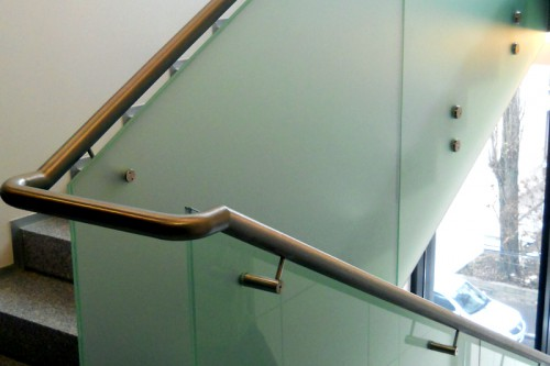 Single-point fixing glass balustrades