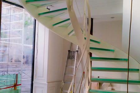 Glass Staircases – Advantages and Disadvantages
