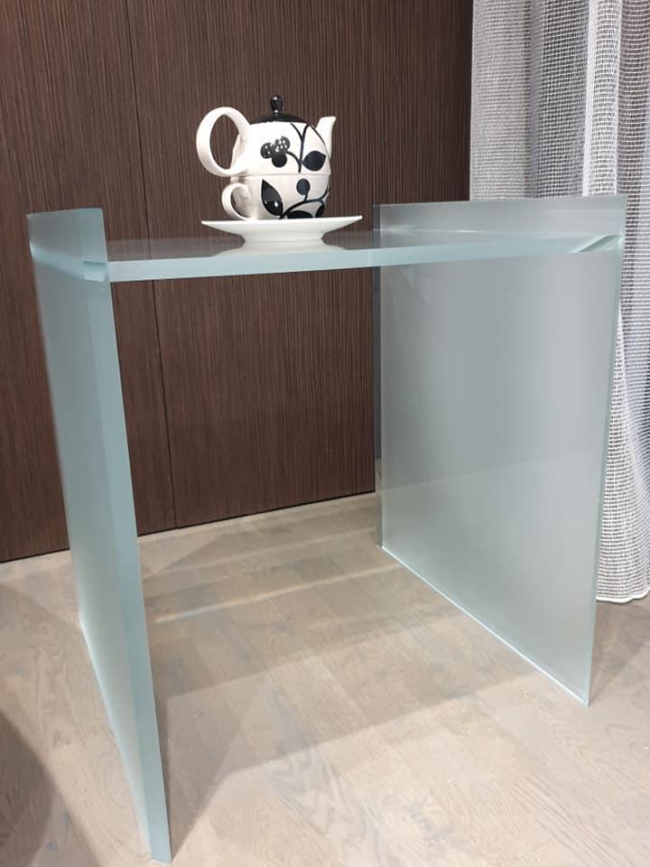 mobilier sticla - masa din sticla